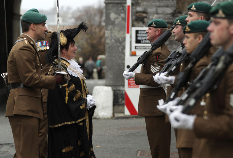 Plymouth Lord Mayor inspects 29Cdo