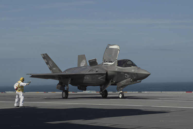 F-35 Lightning Jets make history with first landing on carrier HMS Queen Elizabeth