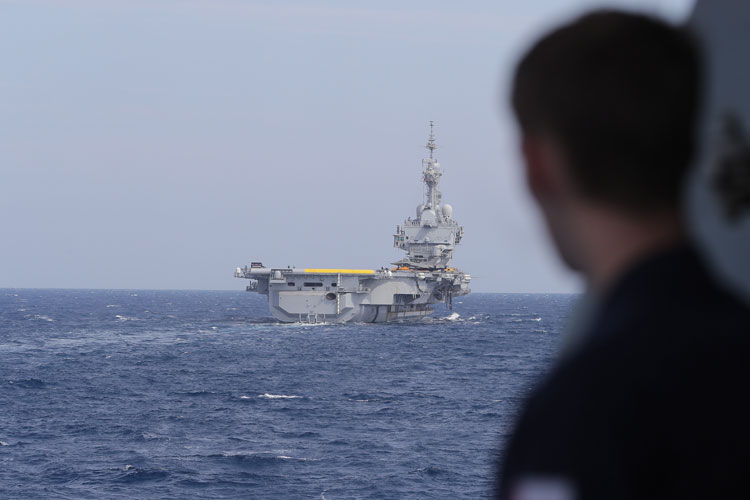 Destroyer HMS Duncan joins forces with French carrier strike group on counter-Daesh operations
