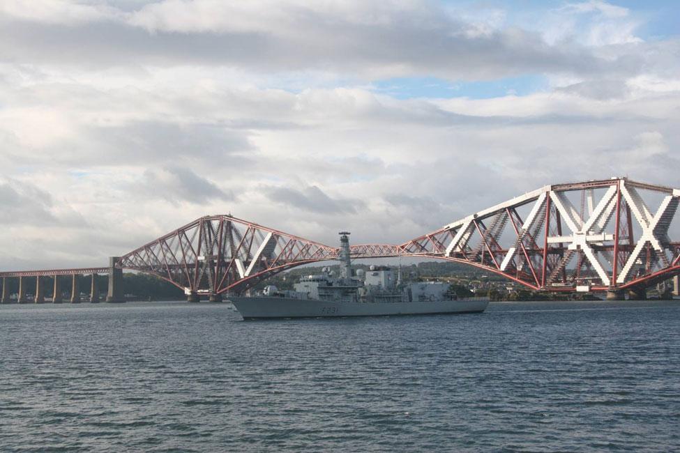 HMS Argyll leaving Rosyth
