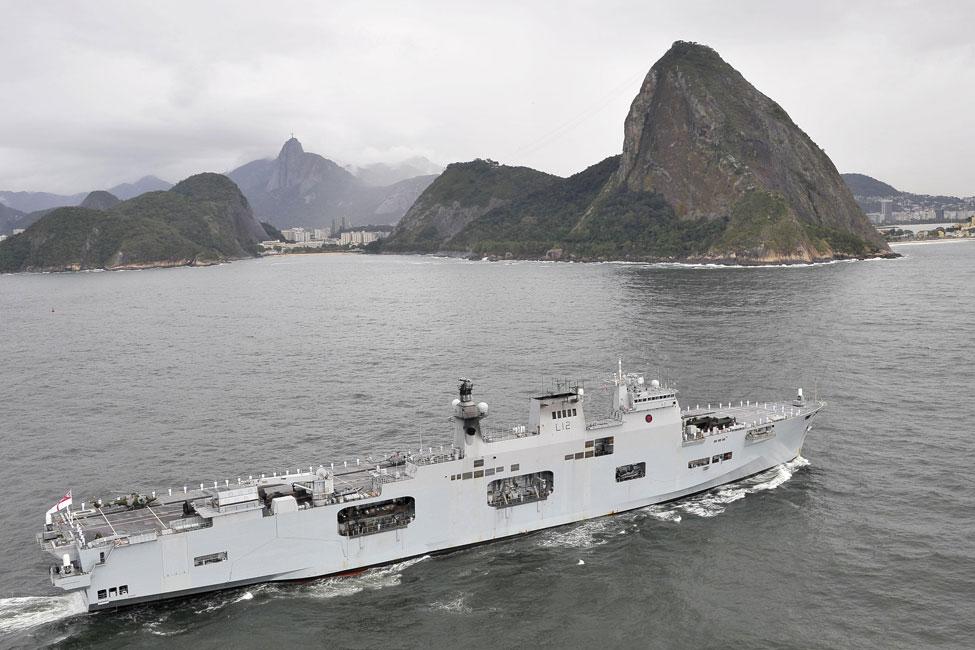 HMS Ocean enters Rio