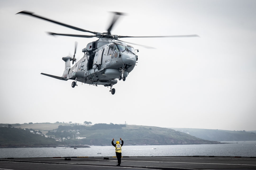 A Merlin helicopter conducts training with HMS Queen Elizabeth