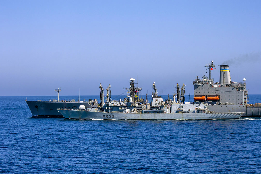 HMS Montrose refuels from the USNS Big Horn