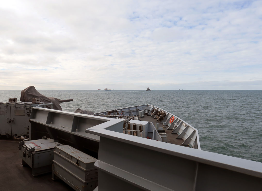 HMS Tyne monitoring Russian units passing through Dover Strait