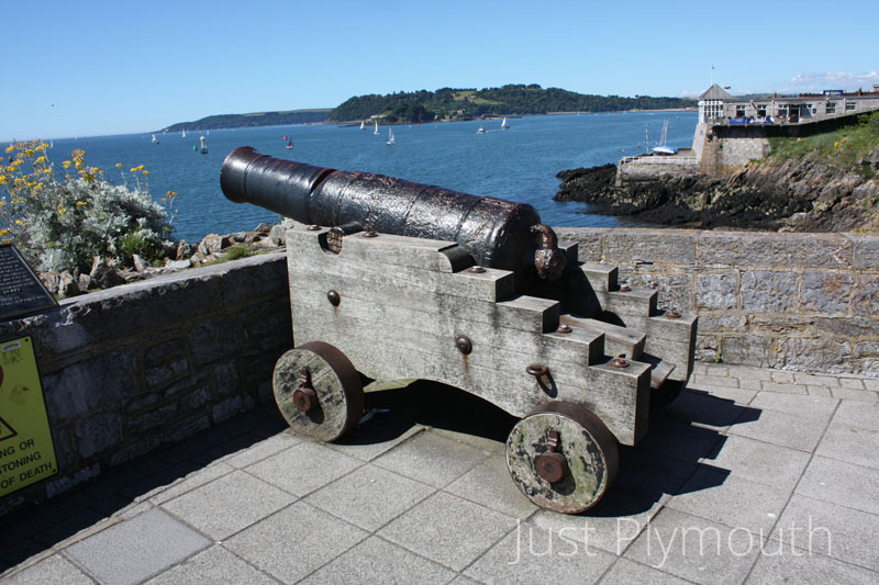East Plymouth Hoe cannon