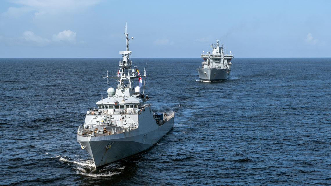 HMS Medway leads RFA Wave Knight