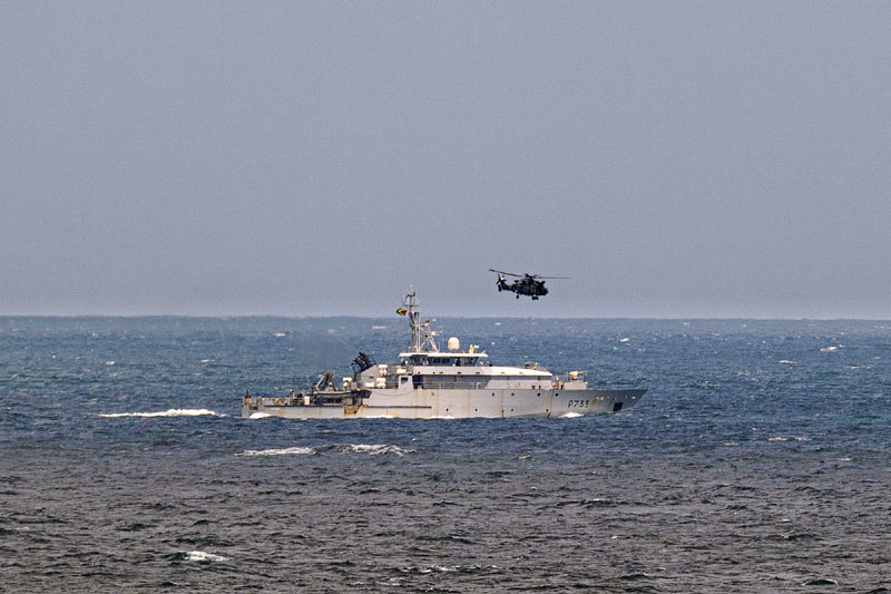 Knightrider flies over French patrol ship La Confiance